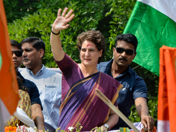 UP: Woman cop injured in Priyanka roadshow