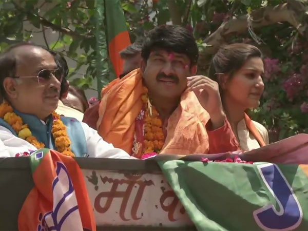 Sapna Chaudhary denies joining BJP, says campaigning for good friend Manoj Tiwari