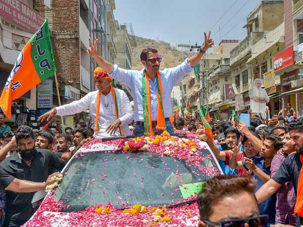 Sunny Deol files nomination from Gurdaspur