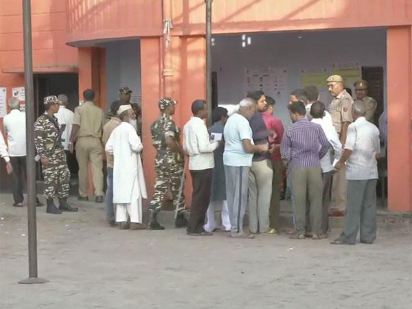 Lok Sabha election 2019 voting Live: Battle of ballots across 71 seats today