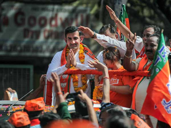Hope Gautam Gambhir, not his duplicate, meets people on roads: AAP