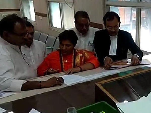 Pragya Singh Thakur files nomination from Bhopal, to take on Ex-MP CM Digvijaya Singh