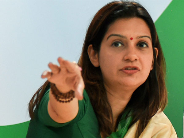 Priyanka Chaturvedi forced to leave Congress for singing?