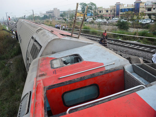 The derailed Howrah-New Delhi Poorva Express near Rooma railway station, about 20 km from Kanpur