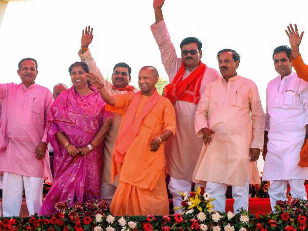 [Dadri lynching accused seen at Yogi Adityanath rally]