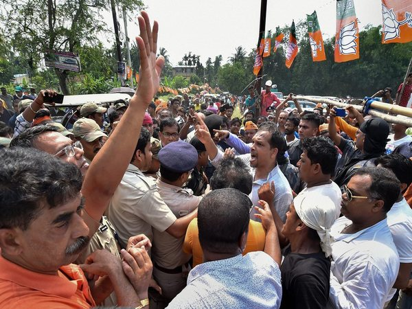 Police intervene after BJP supporters and TMC activists clash. Photo credit: PTI