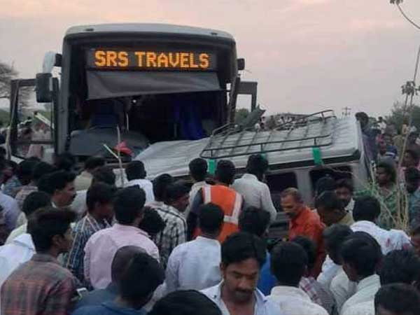 15 killed after Bangalore bound SRS travels bus hit vehicle in APs Kurnool district
