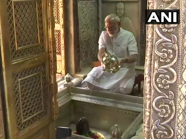 Modi in Varanasi LIVE: PM offers prayer at Kashi Vishwanath temple