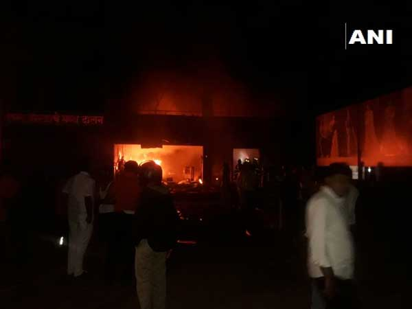Pune: 5 killed in fire at cloth godown in Uruli Devachi village