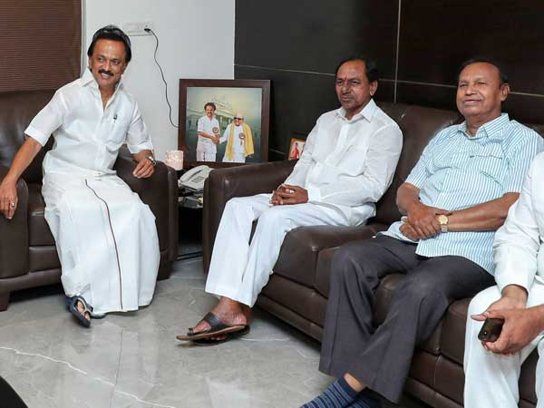 Dont see chance for third front: Stalin snubs KCR