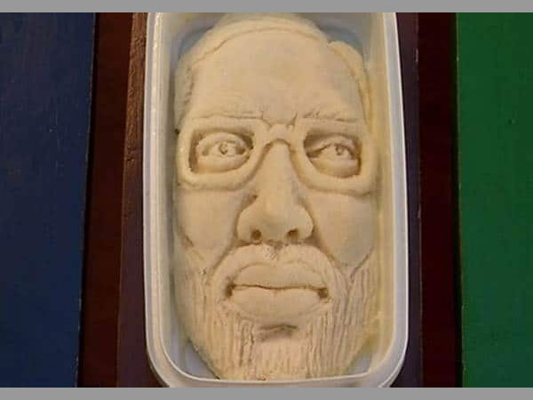 This ice-cream parlour in Surat introduces Modi Sitafal Kulfi featuring PMs face