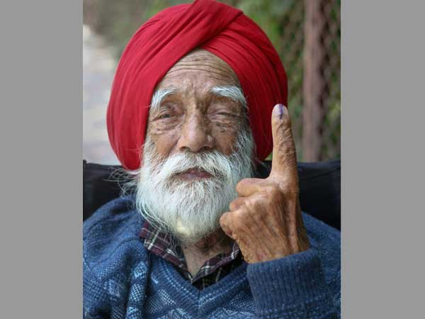 102-year-old Shyam Saran Negi who cast first vote in 1951 exercises franchise today