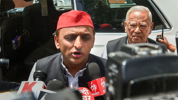 Former Uttar Pradesh chief minister and Samajwadi party president Akhilesh Yadav addresses media personnel in front of Raj Bhawan, after meeting Governor Ram Naik, in Lucknow