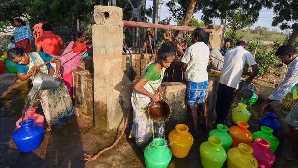 People chosen after draw of lots collect water from a community well at Eswari Nagar in Pallavaram municipality, Chennai