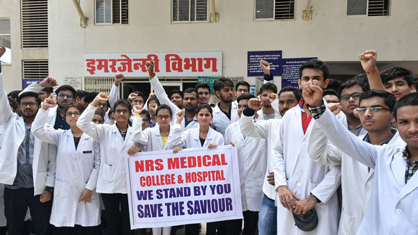 Striking doctors want media coverage for meeting with Mamata for 'transparency'