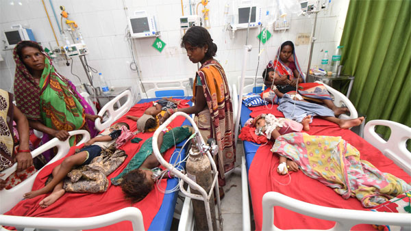 Children showing symptoms of Acute Encephalitis Syndrome (AES) being treated at Shri Krishna Medical College and hospital in Muzaffarpur