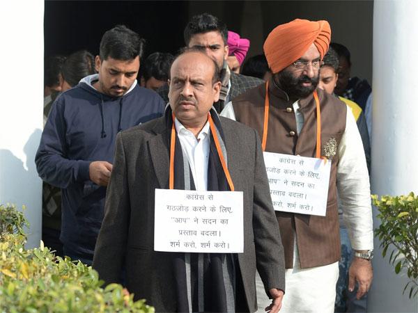 Vijender Gupta files defamation case against Kejriwal, Sisodia for linking him to a conspiracy