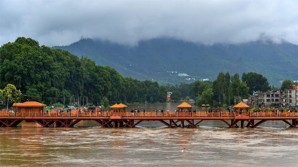 Water level of Jhelum river increases due to incessant, in Srinagar