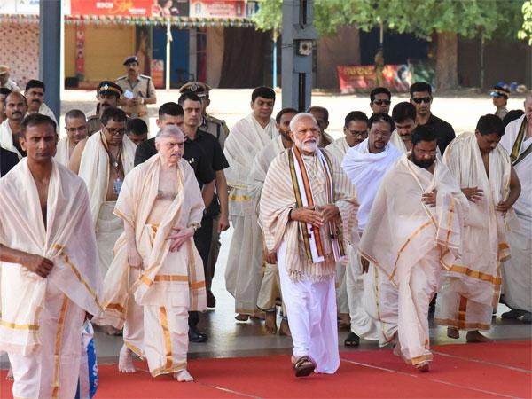 [Kerala is as much mine as is Varanasi: Modi in Guruvayur]