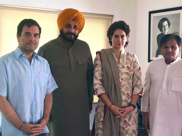 Days after ministry snub Navjot Singh Sidhu meets Rahul Gandhi, apprises him of situation