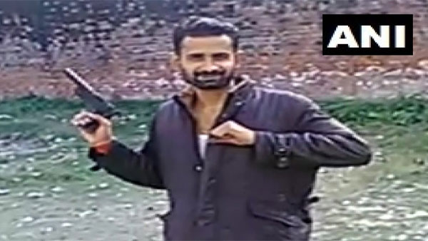 In Video, UP inmates seen flashing pistol, made of clay, says government