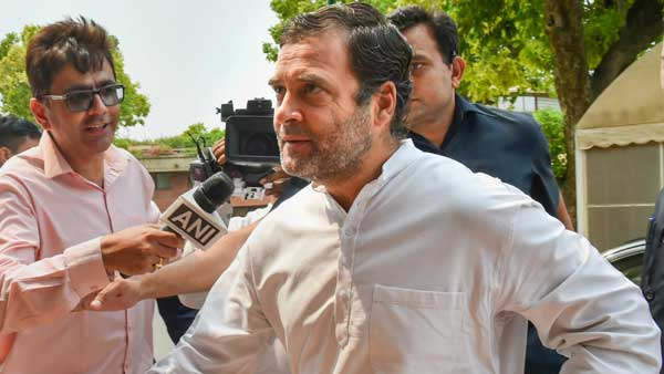 Rahul adamant even as sangharsh karo slogans rent the air near his residence