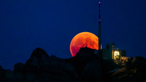 The Strawberry Moon arrives tonight! Where to watch, meaning behind this name?