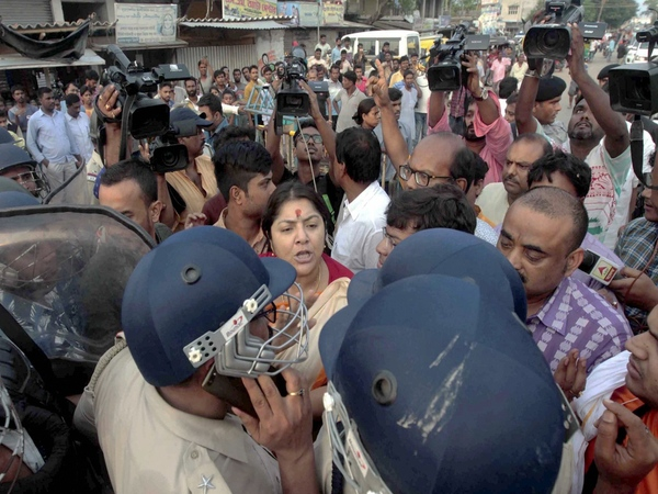 BJP MP Locket Chatterjee in an arguement with the police personnel. Photo credit: PTI