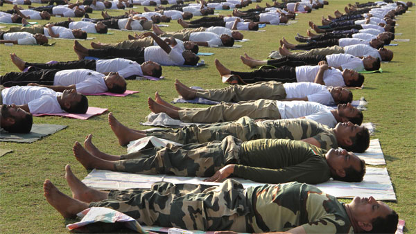 ITBP personnel perform yoga at minus 15'C