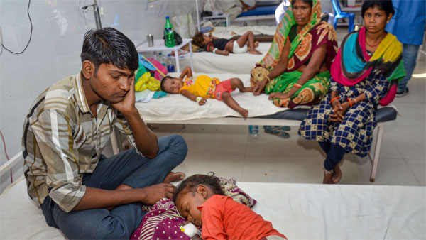 Children showing symptoms of Acute Encephalitis Syndrome (AES) being treated at a hospital in Muzaffarpur