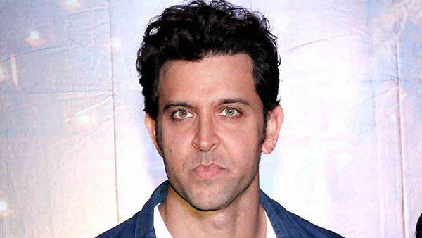 Fake e-mails case: Hrithik Roshan leaves office of Mumbai Police Crime Branch after recording his statement