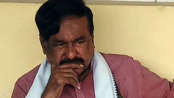 Amidst all the resignations, one JD(S) MLA sported at airport