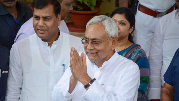 Bihar CM Nitish Kumar reaches assembly by electric car