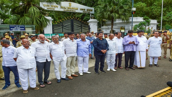 Dissident MLAs from JD(S) and Congress at Raj Bhavan