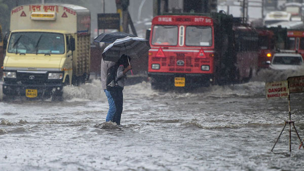 IMD warns of heavy rains at few places in Mumbai, North Gujarat ...