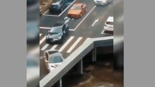 WATCH: Video of cars mysteriously disappearing from Bridge leaves netizens baffled