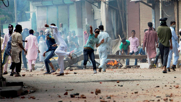 Stones were pelted, but forces didn't fire back in Srinagar says MHA