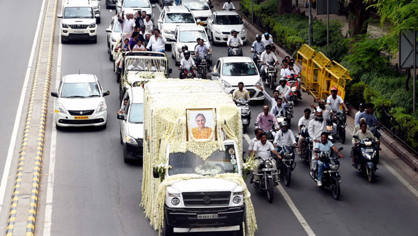 Sheila Dikshit cremated with State Honours, top leaders present
