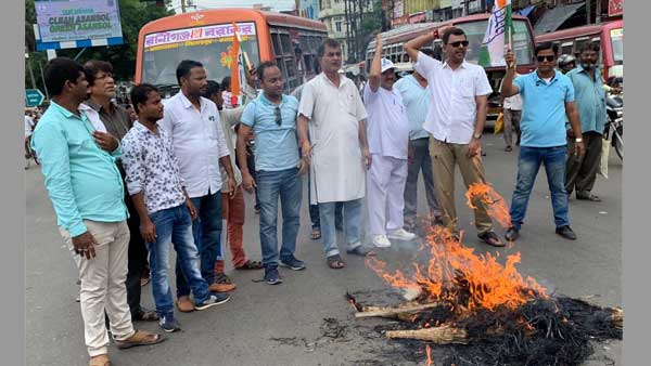 WB Cong workers hit streets in protest against Chidambarams arrest