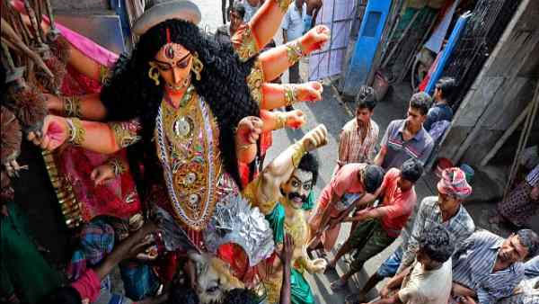 I-T notice to Bengal's Durga puja committee, Mamata to hold protest