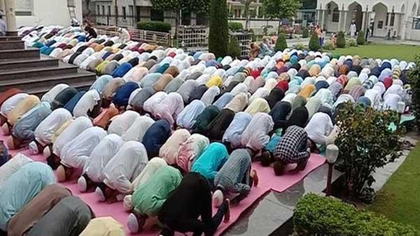 [Eid al-Adha prayers peaceful in Kashmir]