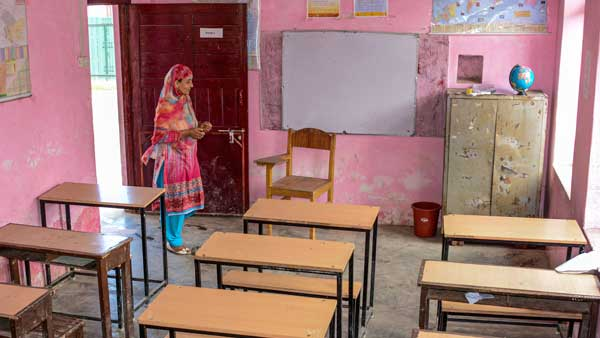 [More teachers than students in Kashmir schools]
