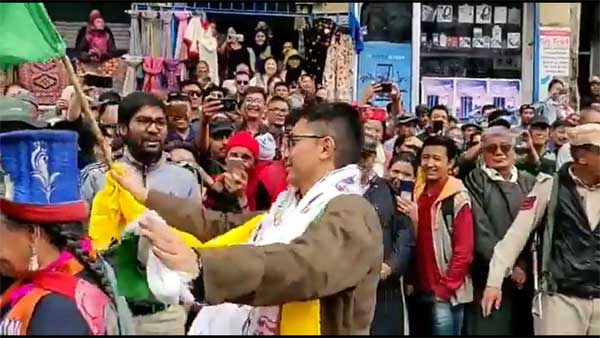 Watch: Ladakh MP Jamyang Tsering Namgyal celebrates Ladakh UT status, with a eco-friendly message