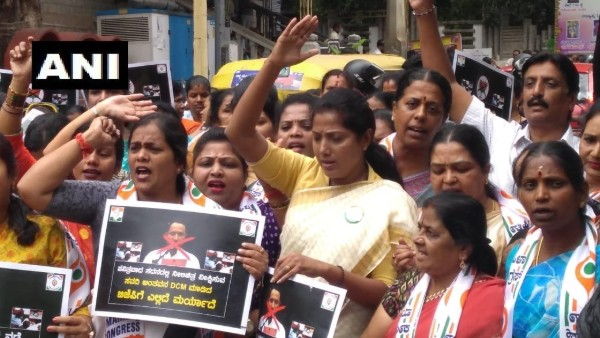 K'taka Mahila Congress protests against deputy CM Savadi who was caught watching porn