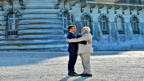 [Modi arrives in France, Macron says no third party should interfere or incite violence in Kashmir]