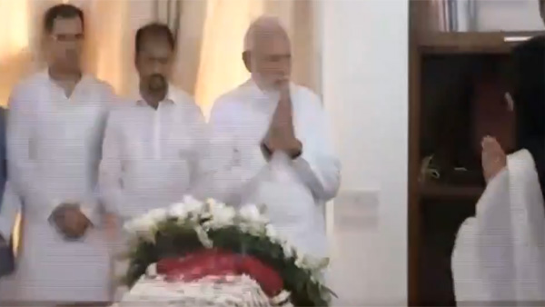 Watch: PM Modi pays tribute to Sushma Swaraj, fights to hold back tears