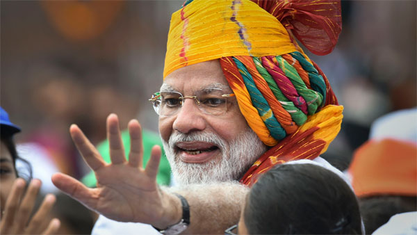 <strong>Modi continues with his tradition of sporting the 'safa' on Independence Day </strong>