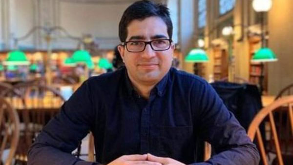Shah Faesal moves Delhi HC challenging his detention at Delhi airport