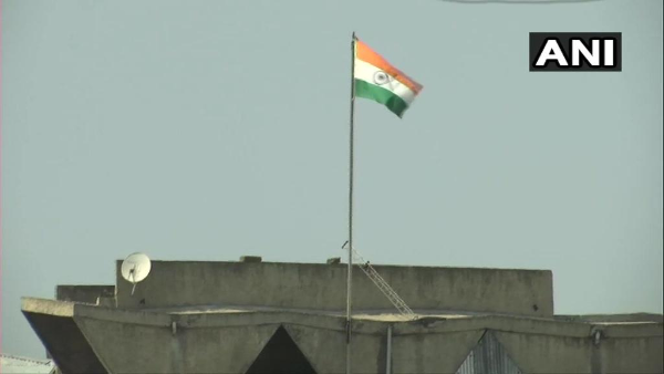 <strong>Article 370 impact: J&K state flag removed; only Tricolour seen atop Civil Secretariat</strong>