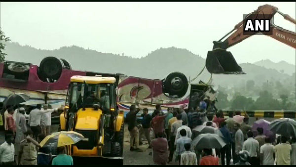 Gujarat: 18 killed, 22 injured after luxury bus overturns in Banaskantha
